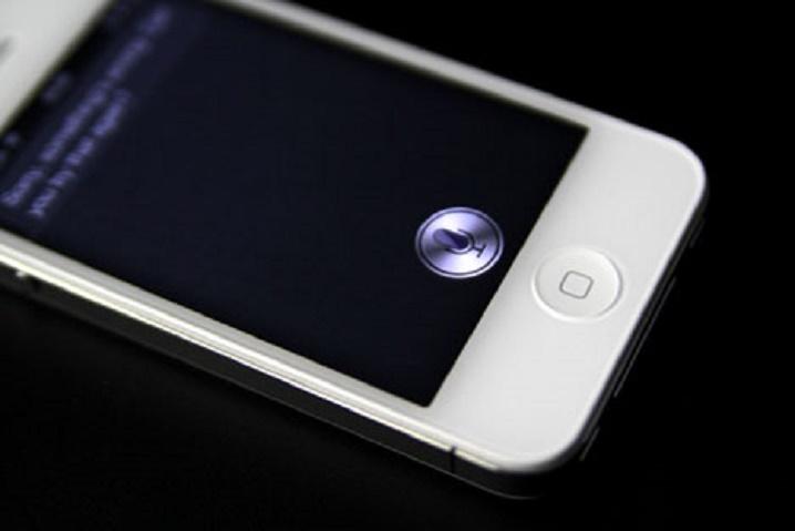Un fallo en Siri permite desbloquear iOS, llamar y escribir a contactos