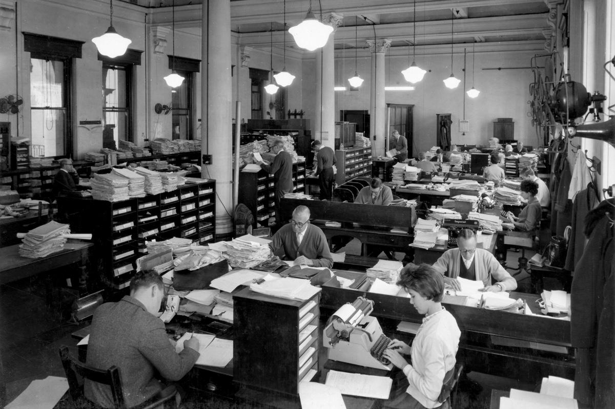 Oficina con trabajadores